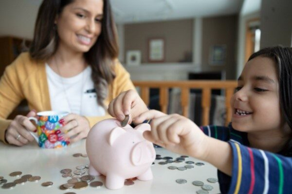5 Factors to Keep in Mind when Purchasing a Savings Plan for Your Child